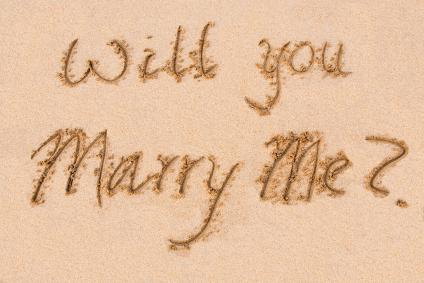 153375-424x283-Proposal-in-the-sand